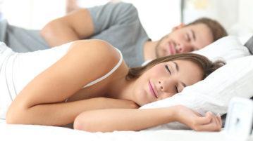 Matelas pour 2 personnes avec couple allongé