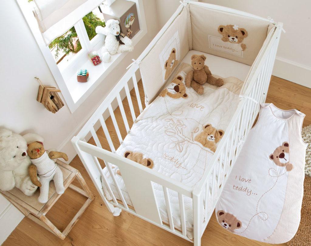 5 accessoires de lit b b incontournables. Black Bedroom Furniture Sets. Home Design Ideas
