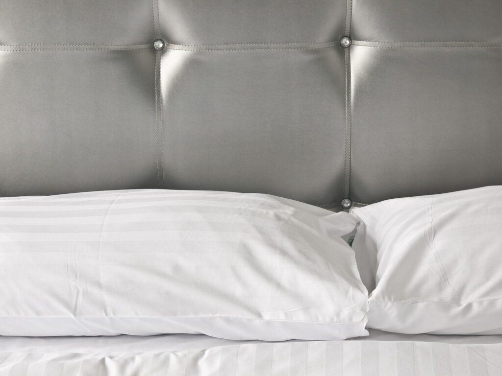 Tête de lit en simili cuir
