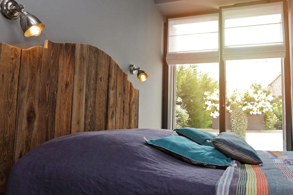 quelles mati res choisir pour une t te de lit. Black Bedroom Furniture Sets. Home Design Ideas