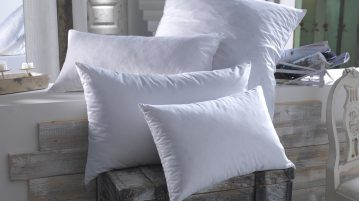 4 oreillers de tailles et de formes différentes présentés