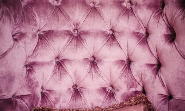 Tête de lit haut de gamme, capitonnée ou matelassée, comment choisir ?