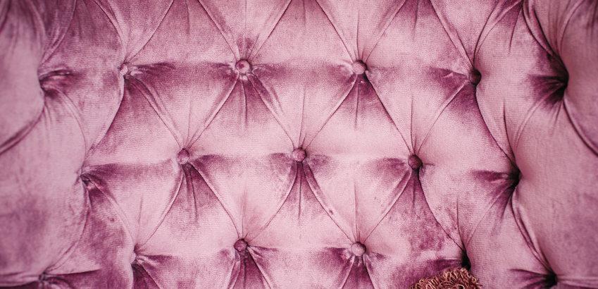 tete de lit de luxe en velour couleur vieux rose