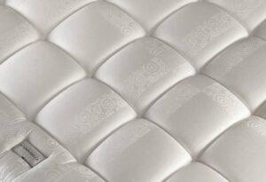 simmons pourquoi choisir cette marque de matelas. Black Bedroom Furniture Sets. Home Design Ideas