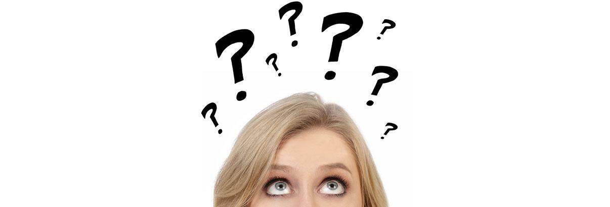 Une femme qui se demande comment choisir son matelas